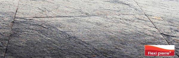 Pose au sol des feuilles de pierre de la marque Flexi Pierre