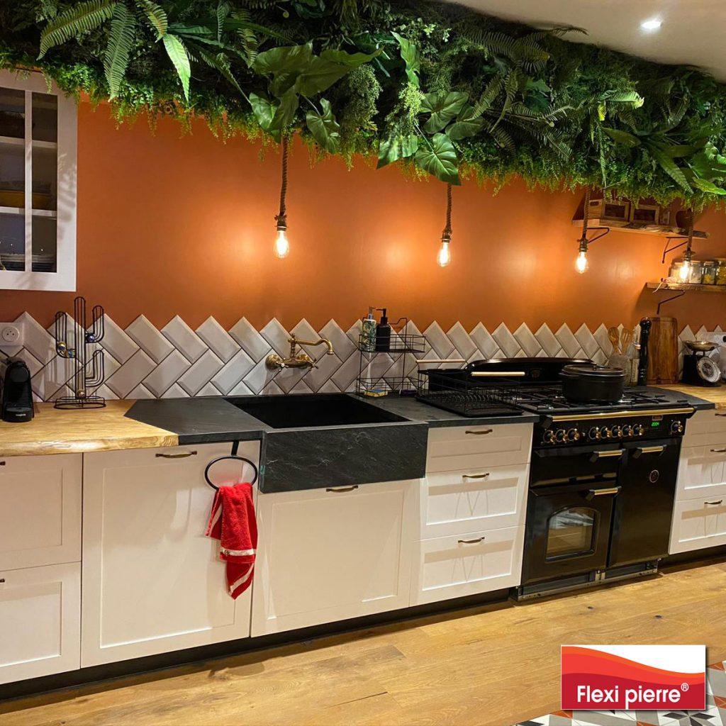 Evier Noir Stellaire, dans un décor de cuisine exceptionnel.
