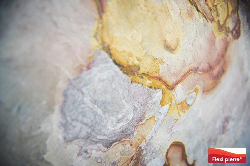Feuille de pierre, habillage d'une cloison en placo avec la référence ardoise Flexi-Pierre.