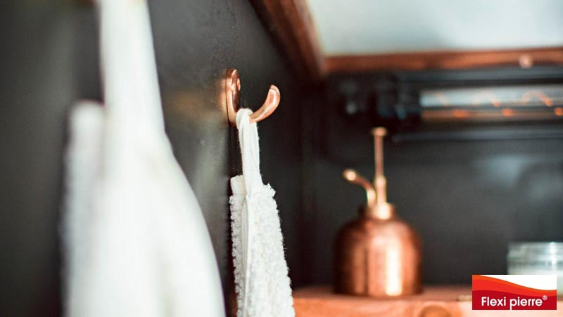 Feuille de pierre. Détail d'une salle de bains dans une Tiny House - Flexi-Pierre