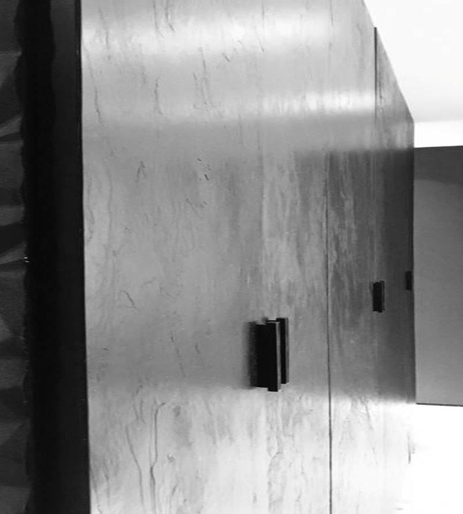 Portes de placards habillées avec la feuille de pierre ardoise