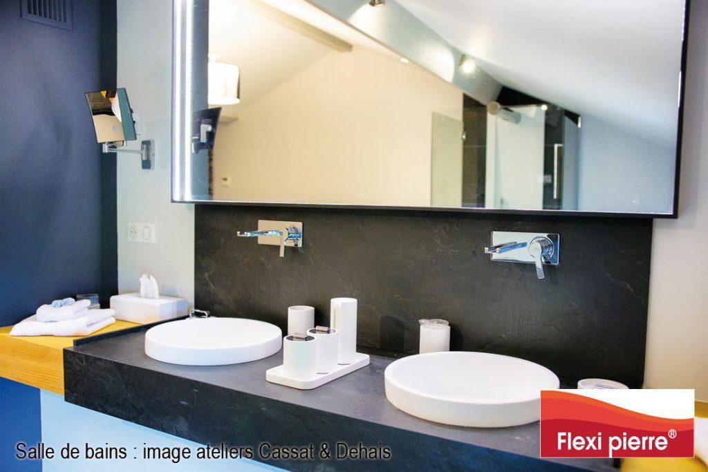 Feuille de pierre 'ardoise' pour un plan de salle de bain avec vasques.